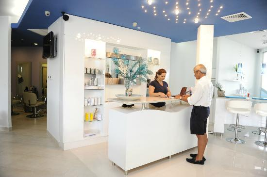 Aqua Nails & Spa : OUR FRONT DESK