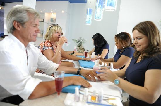 Aqua Nails & Spa : OUR BAR MANICURE