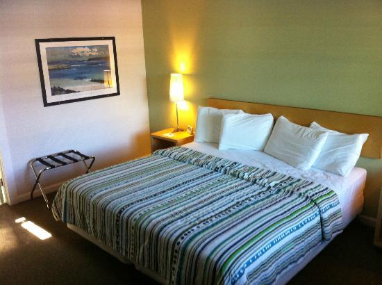 The Dunes Resort: King Bed