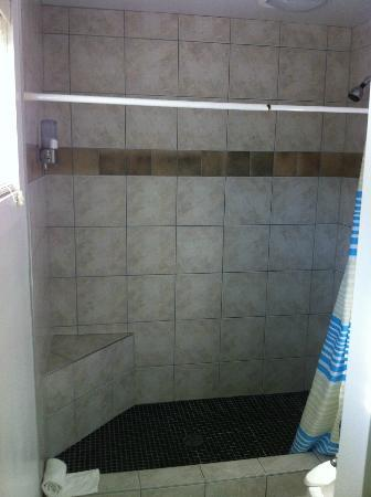 The Dunes Resort: Large Shower