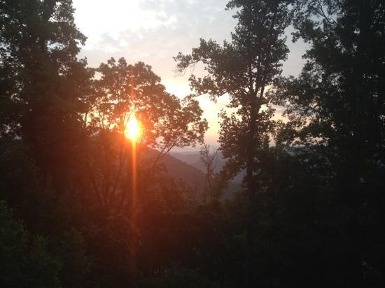 Appalachian Inn: sunrise off the deck