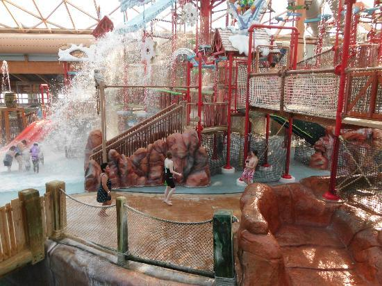 Massanutten Mountain: The Bucket dumps water on everyone at the indoor water park