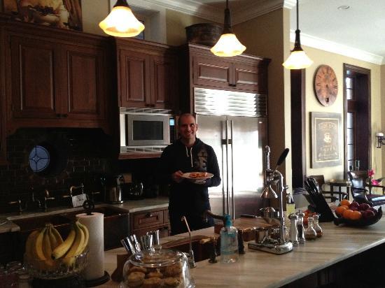 Villa D'Citta: Making breakfast!