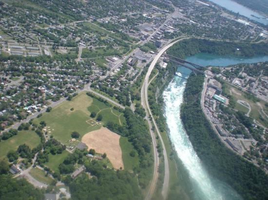 BG Tours Canada -  Toronto to Niagara Falls Day Tour: Nigara River