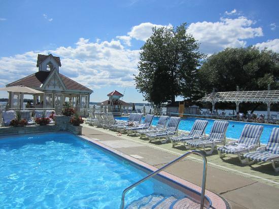 Fern Resort : Pool decks