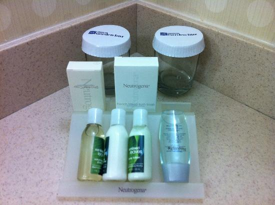 Hilton Garden Inn Mountain View: Soap and lotions - would have preferred bath gel instead of soap