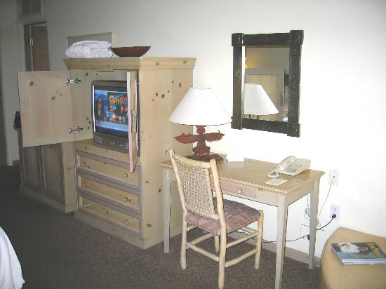 Inn on the Alameda : TV cabinet and desk in room 253