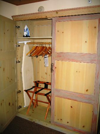 Inn on the Alameda : wardrobe in room 253 - plenty of storage!