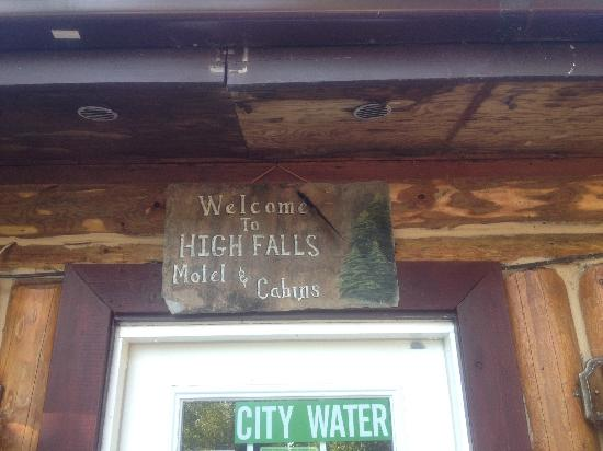 High Falls Motel and Cabins : welcome sign