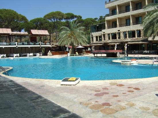 Pineland Hotel and Health Resort : Shot of the hotel and pool area. LOVE the poolside bar that is INSIDE the pool!