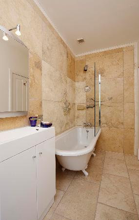 Trafford Bank Guest House: Bathroom