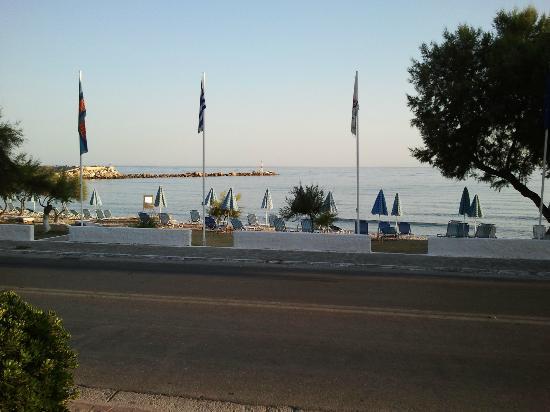 Samaina Inn Hotel: Havet