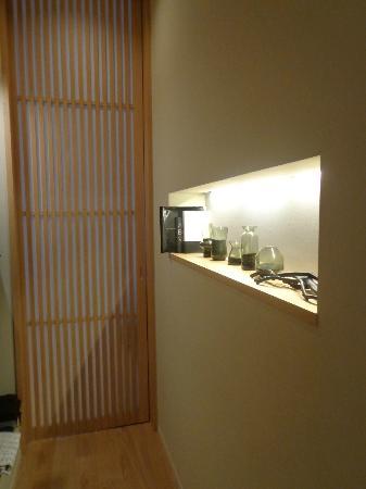هوتل كانرا كيوتو: Actus room - From front door towards bedroom 