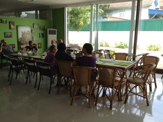 Green Mango Cafe and Bakery: we were a large group