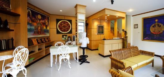Hi-QC Place : Lobby