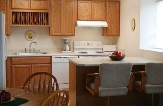 Central Suites of Seldovia: HarborView Kitchen with island.