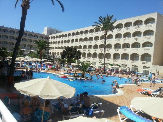 Piscina picture of clubhotel riu costa del sol for Piscina torremolinos