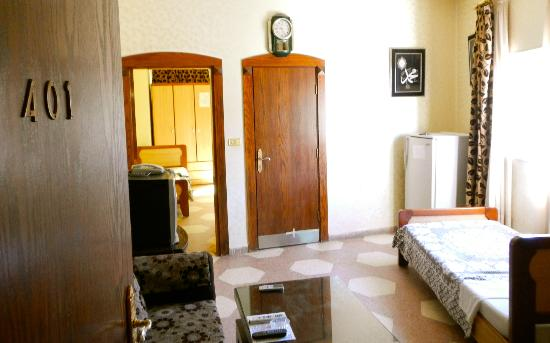 Arab Tower Hotel: Living Room Space w/ full bathroom and twin bed