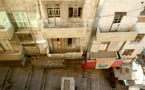 Arab Tower Hotel: Alley view from Room 401