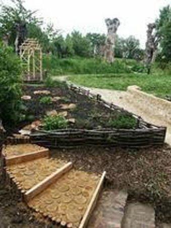 Maison Botanique: Parterre d'herbes aromatiques