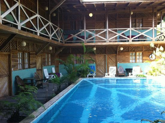 Lizard King Hotel Resort: Hotel has 2 levels overlooking the pool