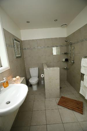 Airport Guesthouse Bed & Breakfast: Bathroom