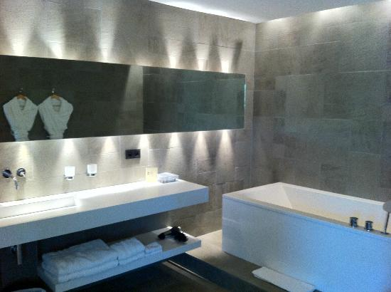 salle de bains picture of hotel b design spa paradou tripadvisor. Black Bedroom Furniture Sets. Home Design Ideas