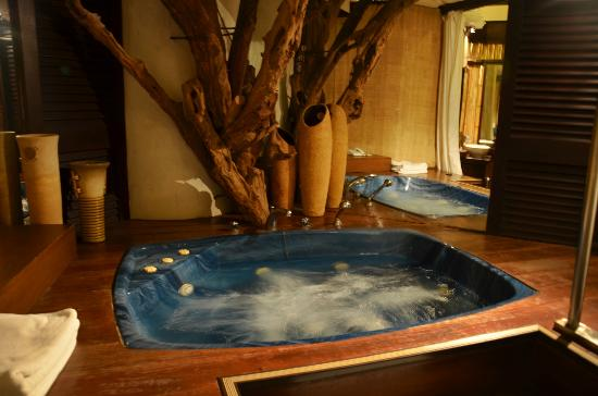 Vivere Hotel: The only hotel Jacuzzi. It is on an elevated platform, with curtains for privacy.