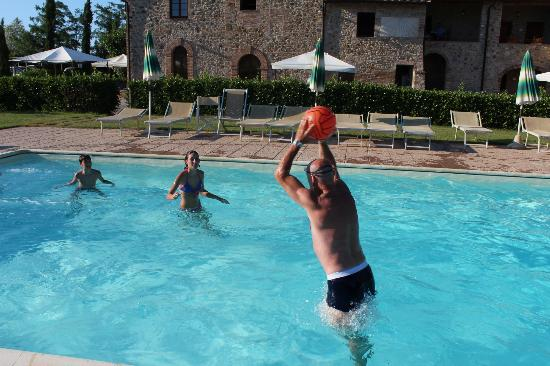 Farmhouse il Canneto: tutti in piscina