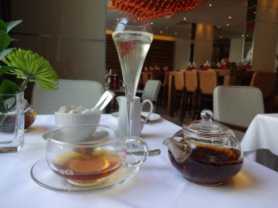The Grill At The Montcalm: prosecco and tea