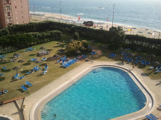 Axis Vermar Conference & Beach Hotel: piscina desde habitacion con balcon