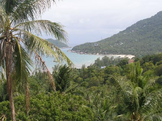 Koh Tao Heights Exclusive Apartments: View of Sairee beach from apartment balcony