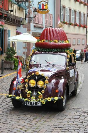 Hotel Le Menestrel : dans les rues de Ribeauvillé :Tour cycliste d'Alsace