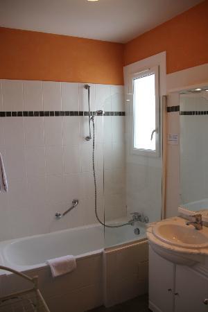 Family Golf Hotel : Bathroom room 16