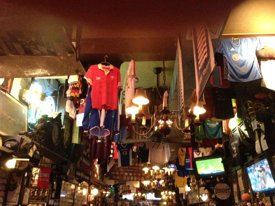Foley's Pub & Restaurant: Inside