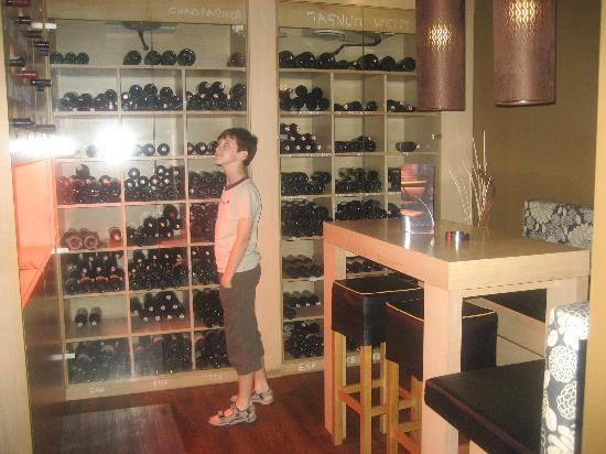 Living Max Hotel: Wein-ecke