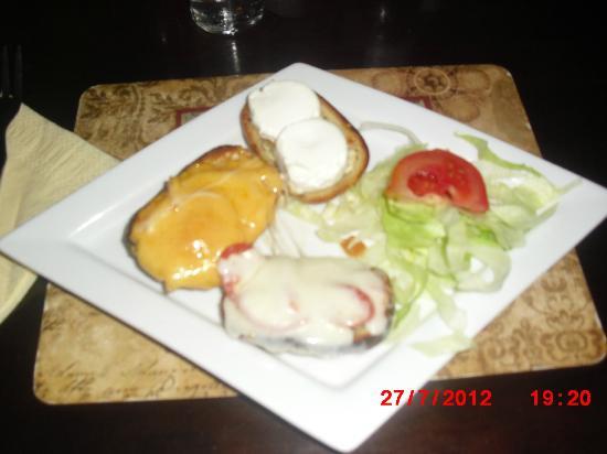 El Naranjo: three cheese garlic bread starter