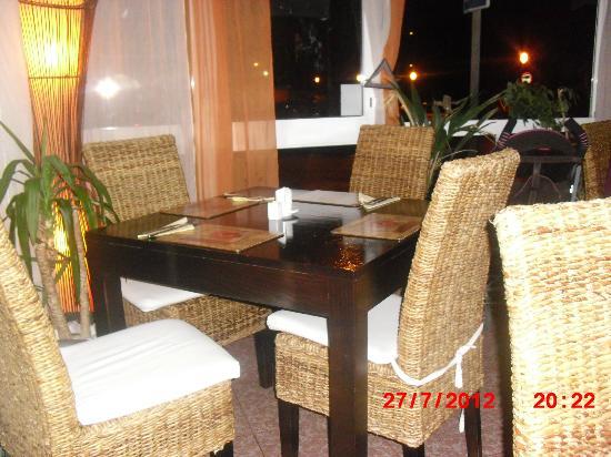 El Naranjo : seats and tables inside