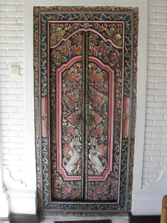 Robins Place: bedroom doors, loved them
