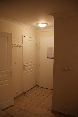 Pierre & Vacances Résidence Bleu Marine : Entry/hallway