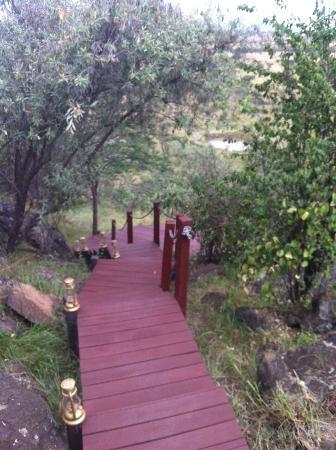 Ol Seki Hemingways Mara: To the Guest Terrace
