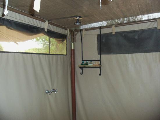 Ol Seki Hemingways Mara: Showers