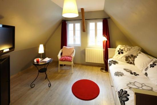 Saint Pierre Appart's Hotel: salon privé suite familiale