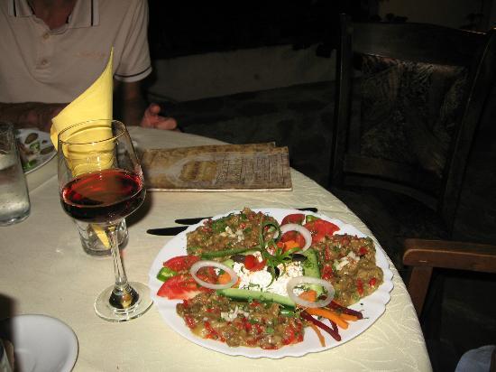 Paraklisa: Salade