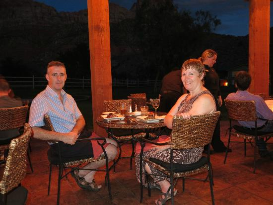 Driftwood Lodge : Parallel 88, restaurant, adjacent