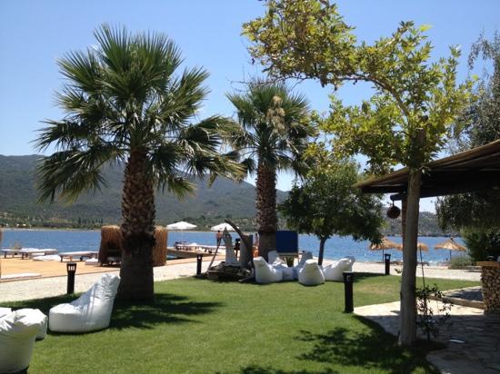 Kalem Adasi Oliviera Resort: relaxing beach area