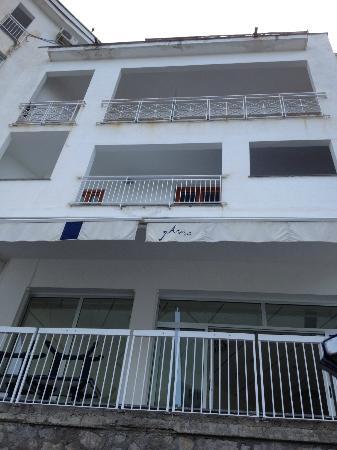 Hotel Giosue a Mare: esterno visto dalla spiaggia