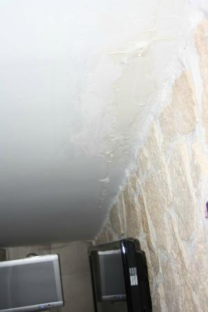 Hotel Hauteville Opera : humidité au plafond