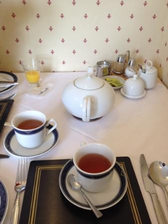 Kirkwood Guest House : Breakfast table