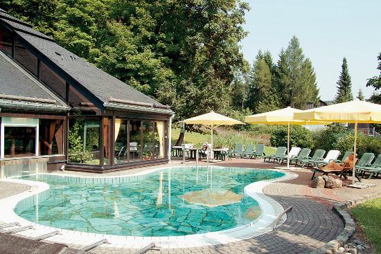 Romantik Hotel Stryckhaus: filename__schwimmbad aussen_jpg_thumbnail0_jpg